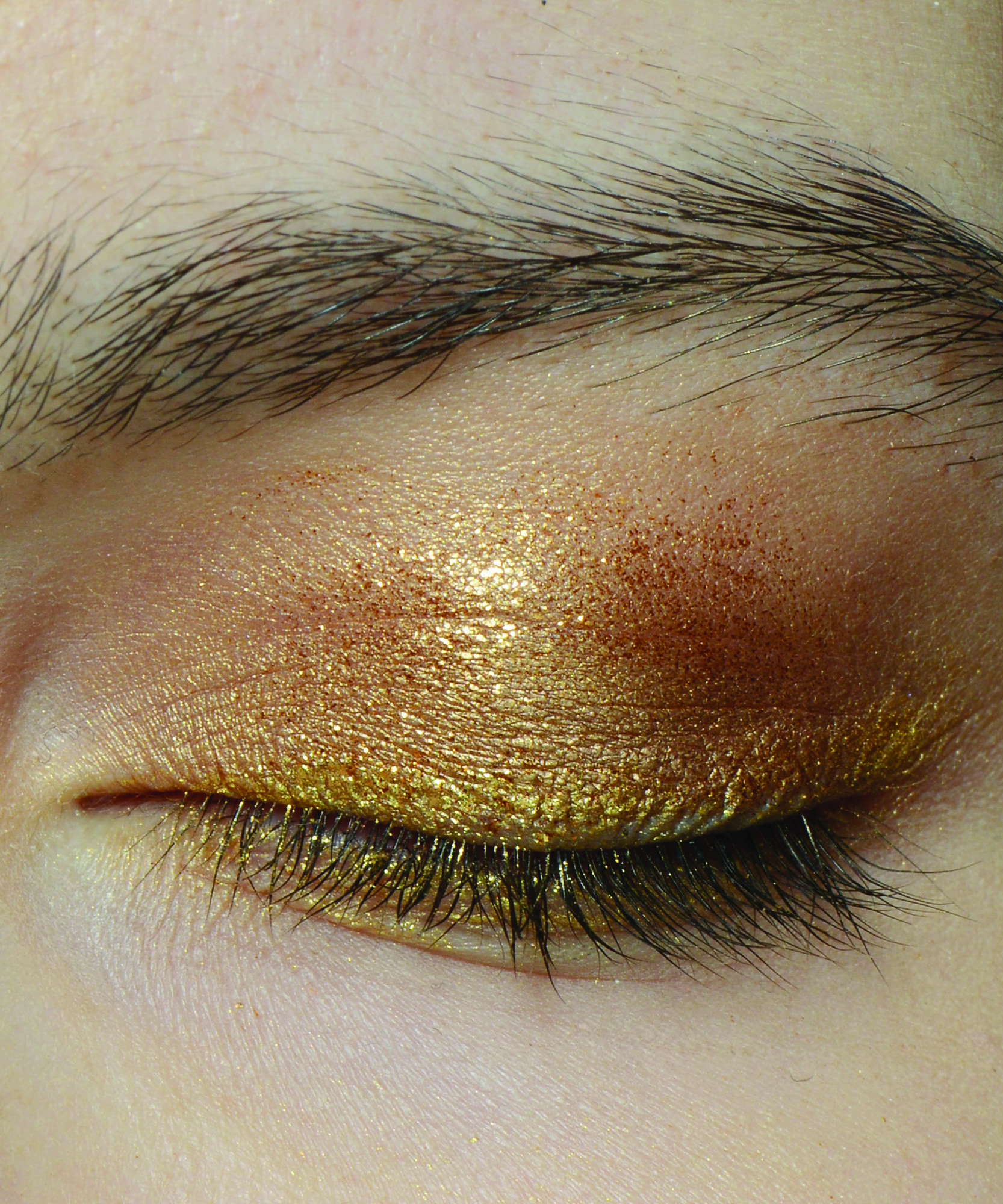 This $4 Beauty Contraption Looks Bizarre, But It Could Be anEyebrow Game Changer