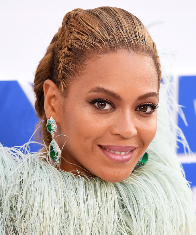 Beyoncé Had the Most Epic <em>Soul Train</em>-Themed 35th Birthday Party