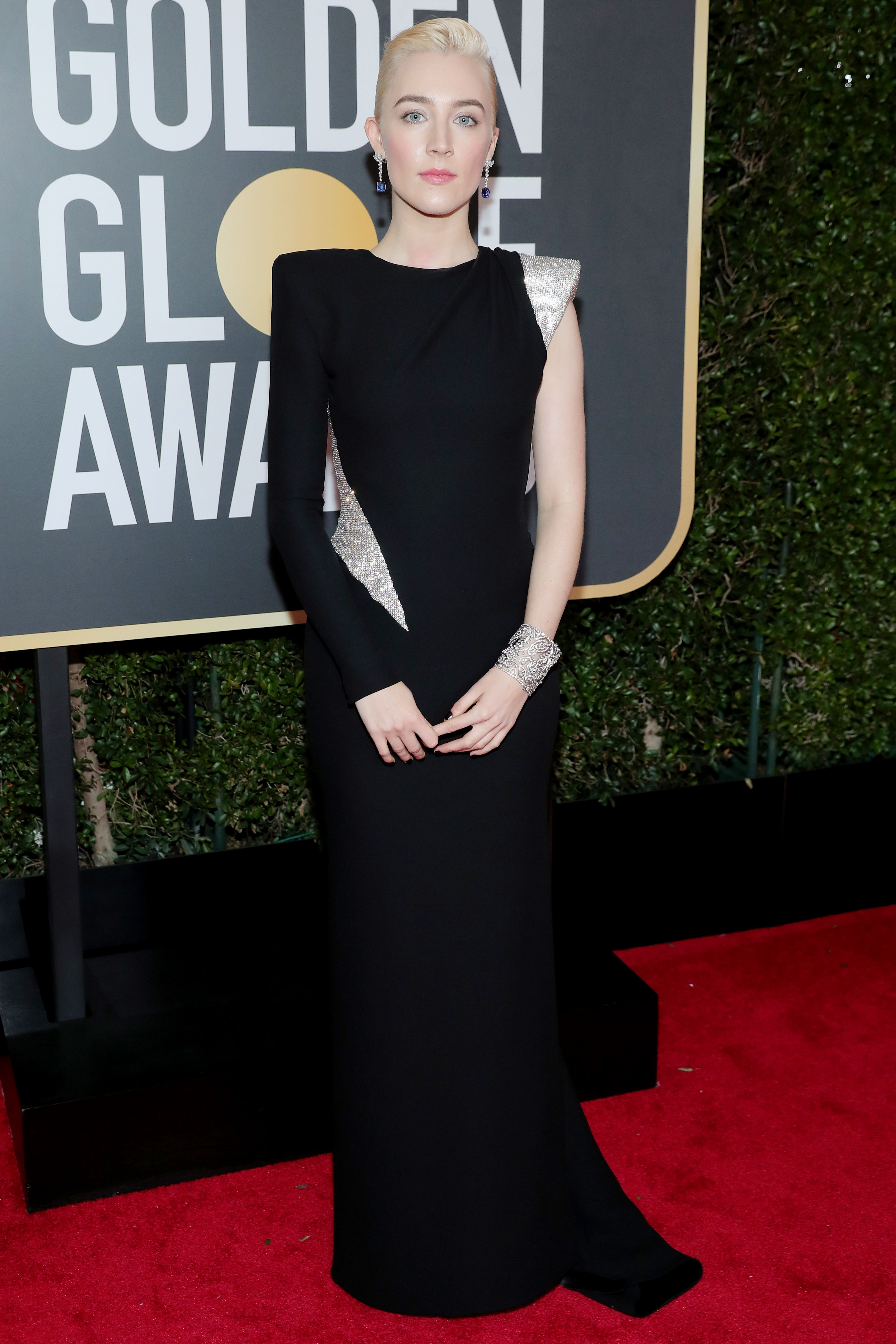 Saoirse Ronan's Black Golden Globes Gown Had the Boldest Shoulders of the Night