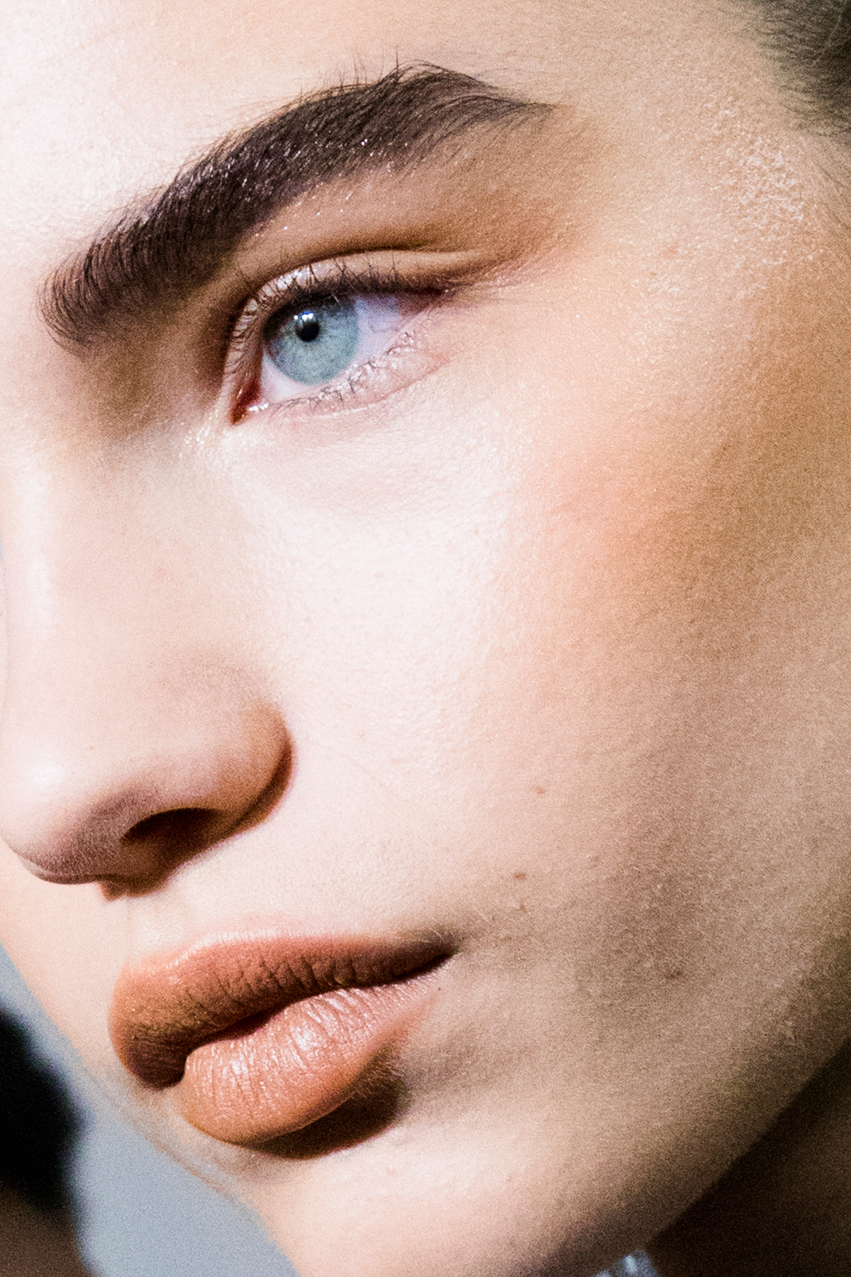 How to Tweeze Your Eyebrows Without Making a Disastrous Mistake
