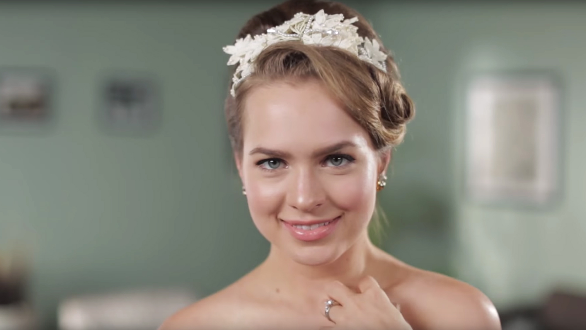 see over 50 years of wedding hairstyles in just 2 minutes