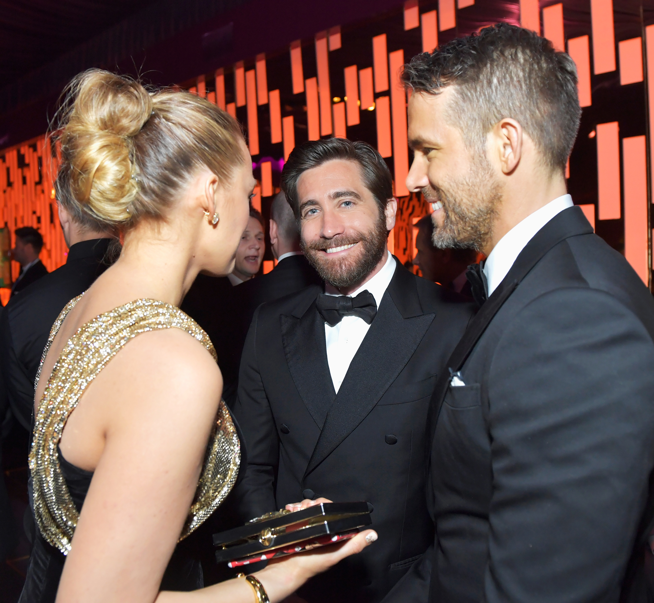 <p>Blake Lively, Jake Gyllenhaal, and Ryan Reynolds - Golden Globes 2017 - EMBED</p>