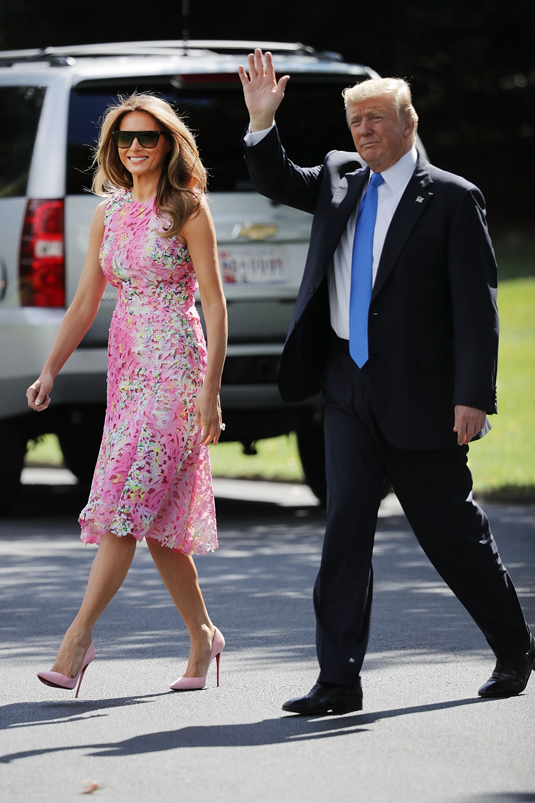 melania trump wears a bright pink monique lhuillier dress