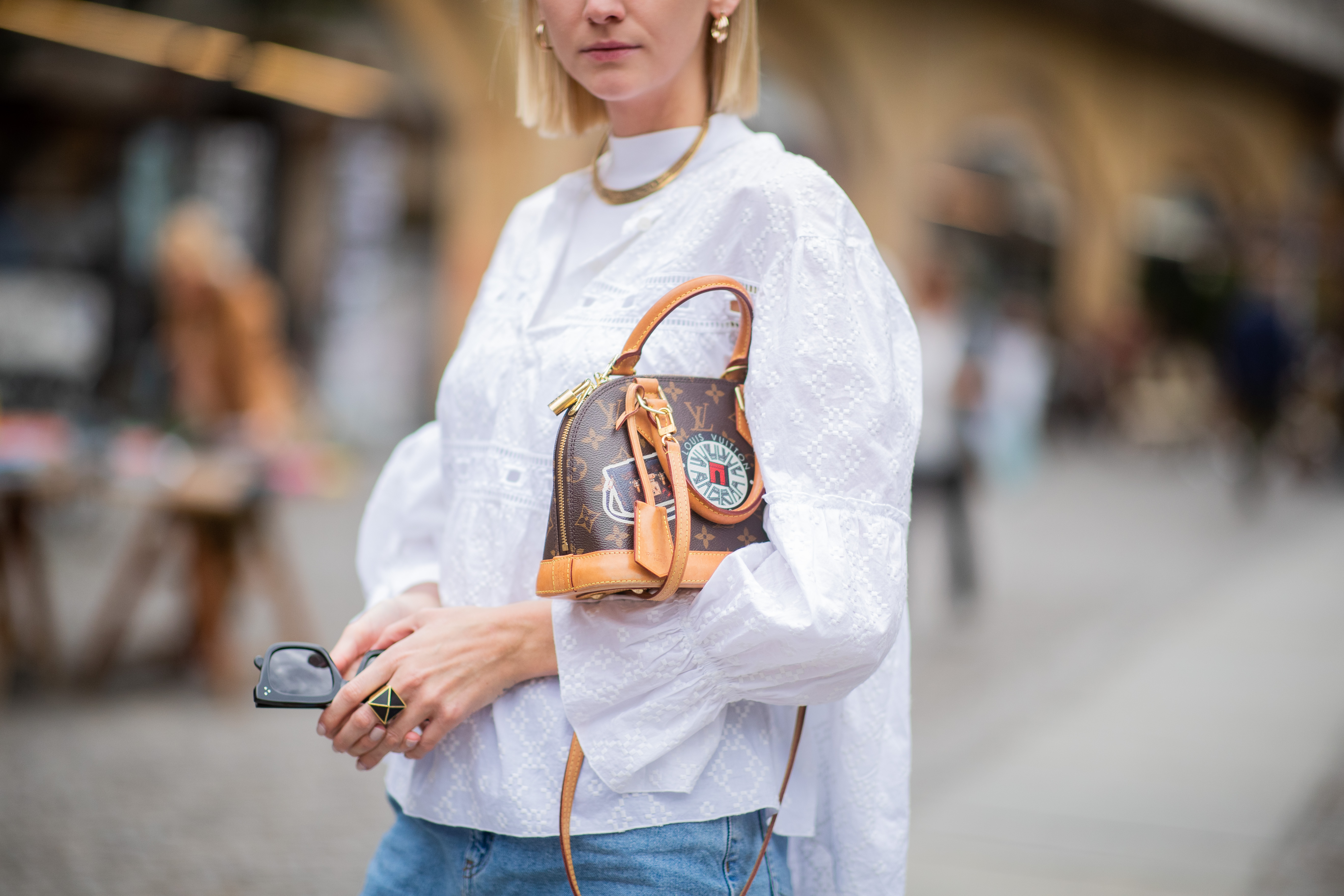 How to Know If a Discounted Designer Handbag Is Fake