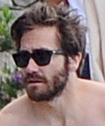 Jake Gyllenhaal Puts His Abs on Display in Italy