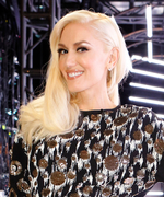 How Gwen Stefani Nailed a Gilded Look on The Voice Last Night