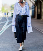 How to Wear an Oversize Shirt with a Midi Skirt and Sneakers