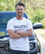 "Josh Duhamel Is Helping Injured Veterans—and Teaching His Son to Be ""Compassionate and Kind"""