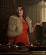 The Last Tycoon's Rosemarie DeWitt on '30s Costumes, Working with Lily Collins, and More