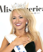 Miss Arkansas Savvy Shields Is Crowned Miss America 2017