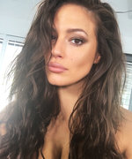 Ashley Graham's 5 Steps to a Good Selfie