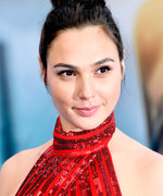 Gal Gadot Wears $50 Sandals to Wonder Woman's Red Carpet Premiere