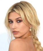 Daily Beauty Buzz: Hailey Baldwin's Loose Textured Braid