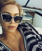 Beyoncé and JAY-Z Pile on the PDA During a Romantic Yacht Date