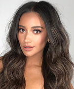 Shay Mitchell Reveals Her Smart Holiday Shopping List