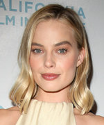 Every Glam Look from Margot Robbie's I, Tonya Press Tour