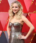 How To Get Jennifer Lawrence's Beachy Waves From The Oscars Red Carpet