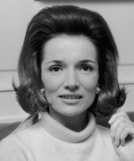 Hundreds of Lee Radziwill's Belongings Are Being Auctioned Right Now, Including a Bracelet She Once Gave Jackie Kennedy as a Gift