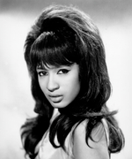 Ronnie Spector's Sharp '60s Cat Eye Looks Just as Gorgeous Today—& This DIY Proves It