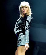 Taylor Swift <em>Might</em> Headline the 2016 Super Bowl Halftime Show—Who Do You Think Should Perform?