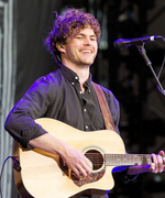 Vance Joy, Taylor Swift's 1989 Tour Opening Act, on What He's Learned from the Megastar