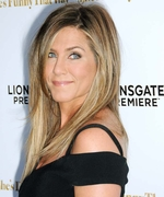 Jennifer Aniston Dines on Pizza and Pasta with Friends inAtlanta