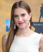 Allison Williams Shares a Stunning New Photo of Her Oscar de la Renta Wedding Dress