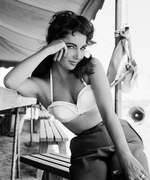 See Rare Photos of Elizabeth Taylor, Now on Display at London's Getty Images Gallery