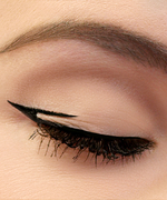 How to Master the Negative Space Eyeliner Trend