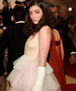 Lorde's Celebrity-Signed Cast Will Give You Major Met Gala FOMO
