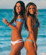 VIDEO: The Tone It Up Girls Demo the Ultimate Bikini Abs Workout