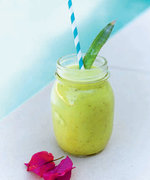 The Cocktail-Inspired Smoothie That Keeps Elle Macpherson Looking Better than Ever