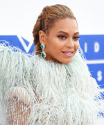 Exclusive: Beyoncé Debuts a New #Flawless Blonde Shade at the 2016 VMAs