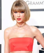 Taylor Swift Happily Takes Selfies with Fans While Serving Jury Duty in Nashville