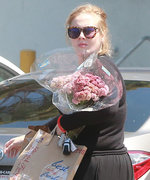 Adele Shops for the Most Gorgeous Flowers During a Rare Public Outing