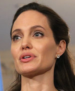 Angelina Jolie Still Set to Teach at the London School of Economics in 2017