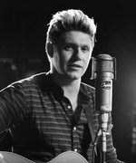 "Watch Niall Horan's Live Performance of His First-Ever Solo Single ""This Town"""