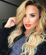 Demi Lovato Goes Back to Her Natural Brunette Color in Record Time