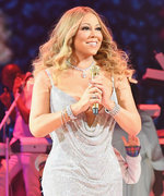"Mariah Carey Is ""Such a Stage Mom"" Chasing Her Twins Around on Stage During Her Concert"