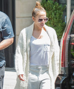These Celebrity-Approved Sweatpants Are Actually Slimming