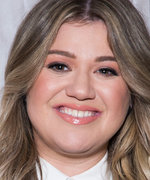 """""""About Damn Time!"""" Watch Kelly Clarkson Hilariously Help a Fan Propose to His Boyfriend"""