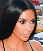Kim Kardashian Can't Swatch Makeup, and the Internet Completely Agrees
