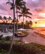 These 5 Hawaiian Hotels Specialize in Honeymoons and Privacy
