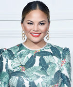 Chrissy Teigen Got Shaded by Kermit the Frog on Twitter