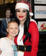 Katy Perry Spreads Holiday Cheer at AtlantaChildren's Hospital Dressed as Mrs. Claus
