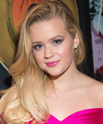 Daily Beauty Buzz: Ava Phillippe's Hot Pink Lipstick
