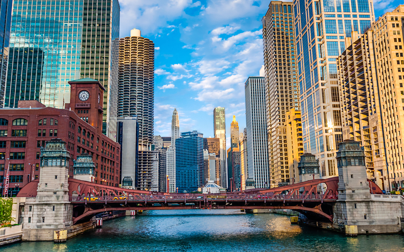 Chicago travel guide best shops restaurants hotels in for Hotel decor chicago
