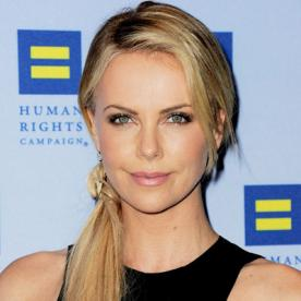Charlize therons changing looks instyle charlize theron transformation hair celebrity before and after urmus Image collections