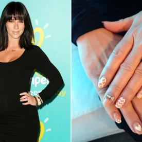 Jennifer Love Hewitt's Finger Flair: Girly Nail Art Topped Off With a New Ring Band
