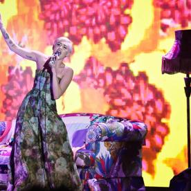 Style Switcheroo: Miley Cyrus Enchants Us in Two Lovely Dresses at the World Music Awards